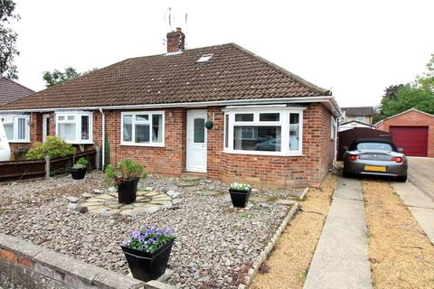 2 bedroom semi-detached bungalow for sale - Hansell Road, Norwich