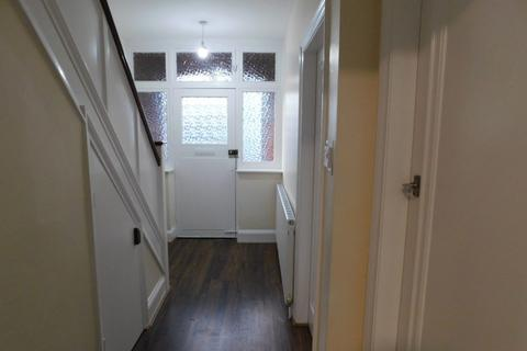 3 bedroom semi-detached house to rent - Kingswood Avenue, Leicester LE3 0UN