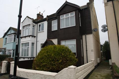 2 bedroom ground floor flat for sale - Elm Road, Leigh on Sea SS9
