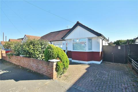 2 bedroom bungalow for sale - Kingsway, Staines-upon-Thames, Surrey, TW19