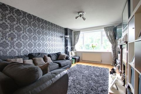3 bedroom semi-detached house for sale - Highclere Gardens, Widewell