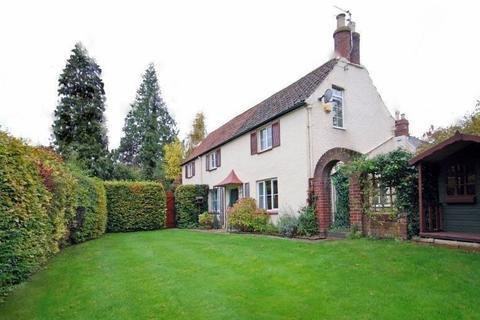 3 bedroom detached house to rent - Balcarras Road, Cheltenham, Glos GL53