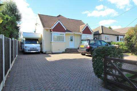4 bedroom chalet for sale - Southend Road, Howe Green, Chelmsford, Essex, CM2