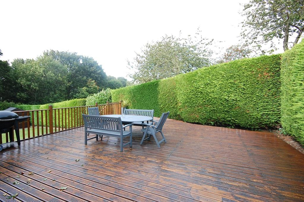 Upper Decking Area