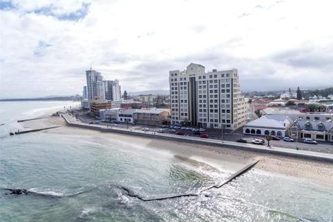 3 bedroom penthouse  - Grasso Penthouse, Beachfront, Strand, Western Cape