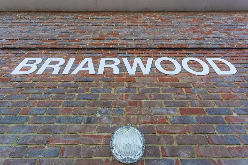 Flat briarwood high street banstead 109.jpg