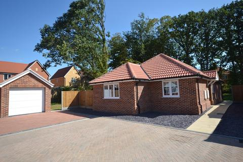 3 bedroom detached bungalow for sale - Hendry Worthington Close, Colchester, CO4 9AR