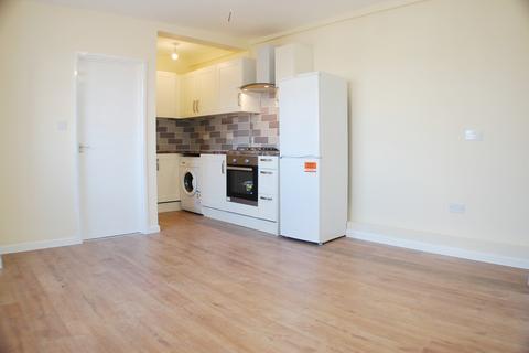 3 bedroom apartment to rent - New Broadway, Uxbridge Road, Uxbridge, Middlesex, UB10