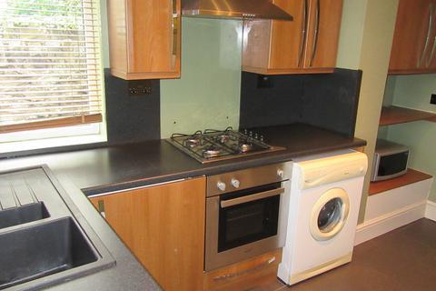 2 bedroom apartment to rent - Halifax Road, Wadsley Bridge, S6 1LB