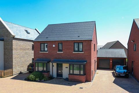 4 bedroom detached house for sale - Balmoral Close, St Crispns , Northampton