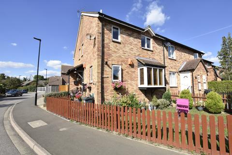 2 bedroom house for sale - Ambleside Drive, Feltham, Middlesex, TW14