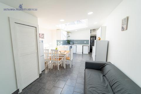 1 bedroom house - 23 NORTH RD-6BEDROOM ENSUIT, ROOM 2 (C4 HMO)