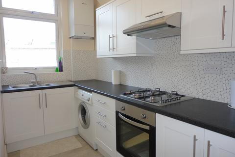 3 bedroom apartment to rent - Whittington Road, Bowes Park, London, N22