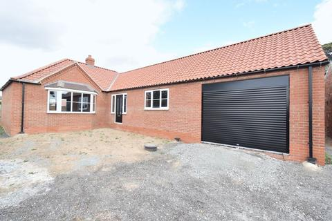 2 bedroom detached bungalow for sale - Main Road, Sproatley