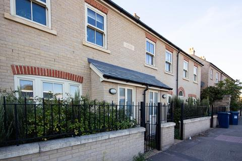 3 bedroom terraced house to rent - High Street, Cherry Hinton