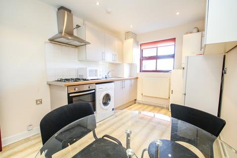 3 bedroom flat to rent - ALL BILLS INCLUDED - Belle Vue Road, Leeds