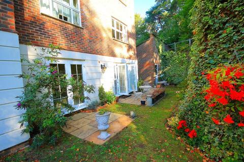 2 bedroom ground floor flat to rent - Woodbridge Manor