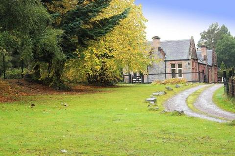 5 bedroom detached villa to rent - Invermoy House, Moy, Tomatin, Inverness, IV13 7YE
