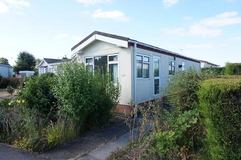 2 bedroom detached bungalow for sale - Greenacres Park, Adbolton Lane, Nottingham, NG2