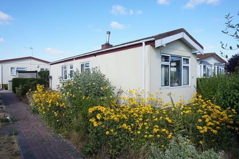 2 bedroom detached bungalow for sale - Greenacres Park, Adbolton Lane, Nottingham, NG2