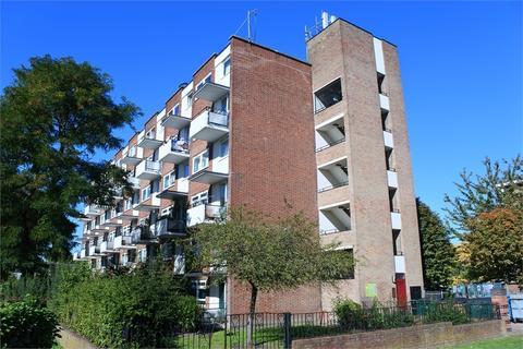 3 bedroom flat for sale - Douglas Way, Deptford, London, SE8 4BB