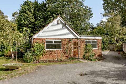 3 bedroom detached bungalow for sale - Woodstock Close, Oxford