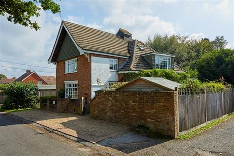 4 bedroom detached house for sale - Church Road, Kilndown