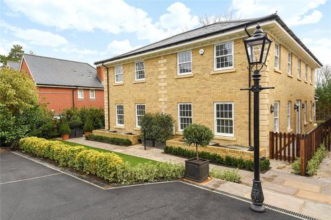 3 bedroom semi-detached house for sale - Chilbolton Avenue, Winchester, Hampshire, SO22