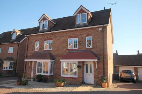 4 bedroom semi-detached house for sale - Elm Tree Close, Hassocks, West Sussex,