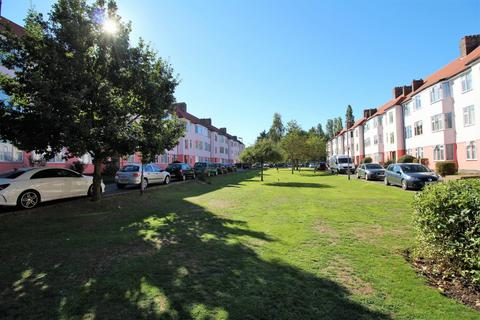 2 bedroom flat for sale - Robins Court, Chinbrook Road, Grove Park
