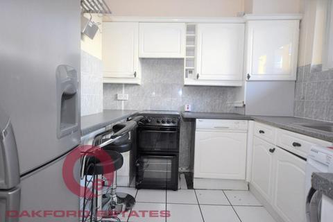4 bedroom flat to rent - Burbage Close, Borough, London SE1