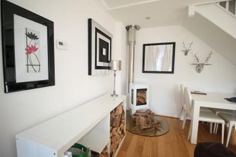 2 bedroom terraced house to rent - The Terrace, Bray