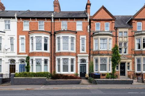 4 bedroom townhouse for sale - Kingsley Road, Northampton
