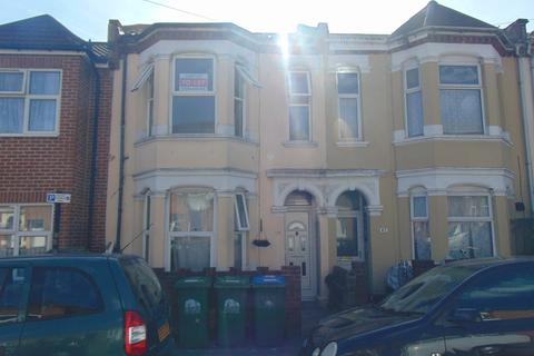 2 bedroom flat to rent - Clovelly Road