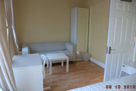 2 bedroom apartment to rent - Drummond Street, London, NW1