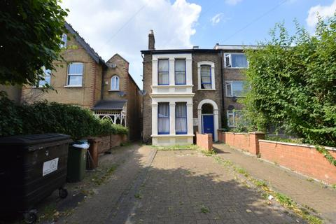 Studio to rent - Hainault Road, London, E11