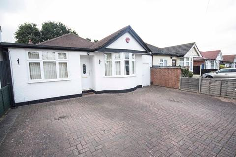 4 bedroom detached bungalow for sale - Woodford Cresent, Pinner, Middlesex HA5 3TX