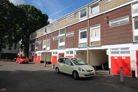 1 bedroom flat to rent - South Holmes Road, Horsham, West Sussex. RH13 6HN