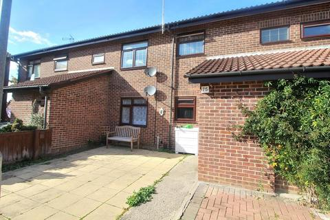 2 bedroom apartment for sale - Belvawney Close, Chelmsford, Essex, CM1