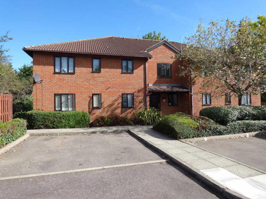 One bedroom top floor flat with long lease for sa