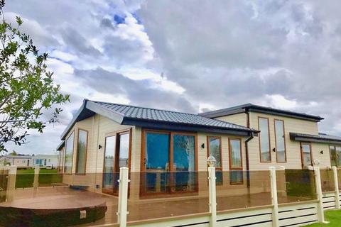 2 bedroom lodge for sale - TATTERSHALL LAKES, TATTERSHALL