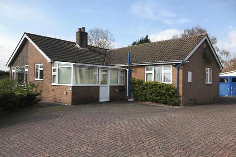 3 bedroom detached bungalow for sale - Heathcote Avenue, Hookgate