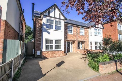 4 bedroom semi-detached house for sale - Chalkwell Park Drive, Leigh-On-Sea