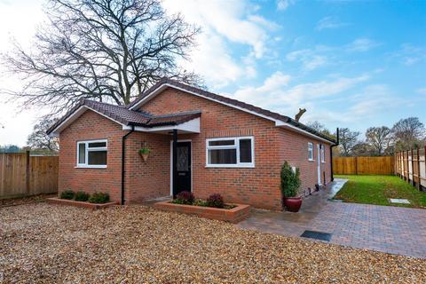 3 bedroom detached bungalow for sale - Reigate Road, Hookwood, Horley