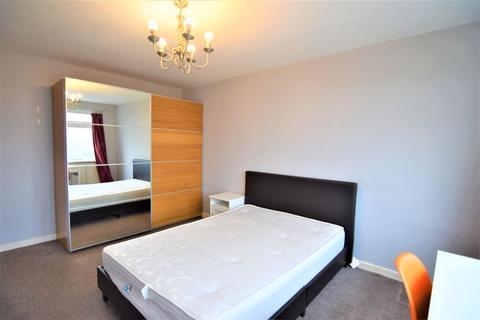3 bedroom flat to rent - Eaton Gardens, Hove