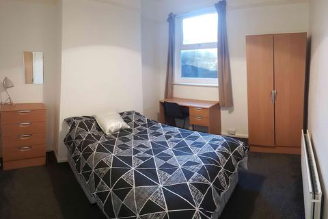 5 bedroom house share to rent - Strathearn Street, Hull,