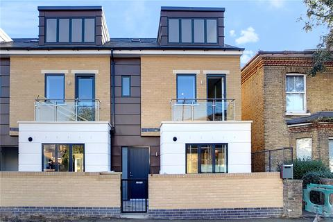 4 bedroom end of terrace house for sale - Arnold Road, London, SW17