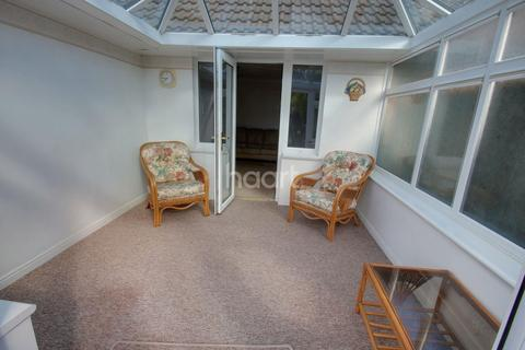 2 bedroom bungalow for sale - Orchard Close, Chelmsford