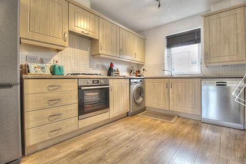 2 bedroom terraced house - Tynemouth Pass, NE8 2GY
