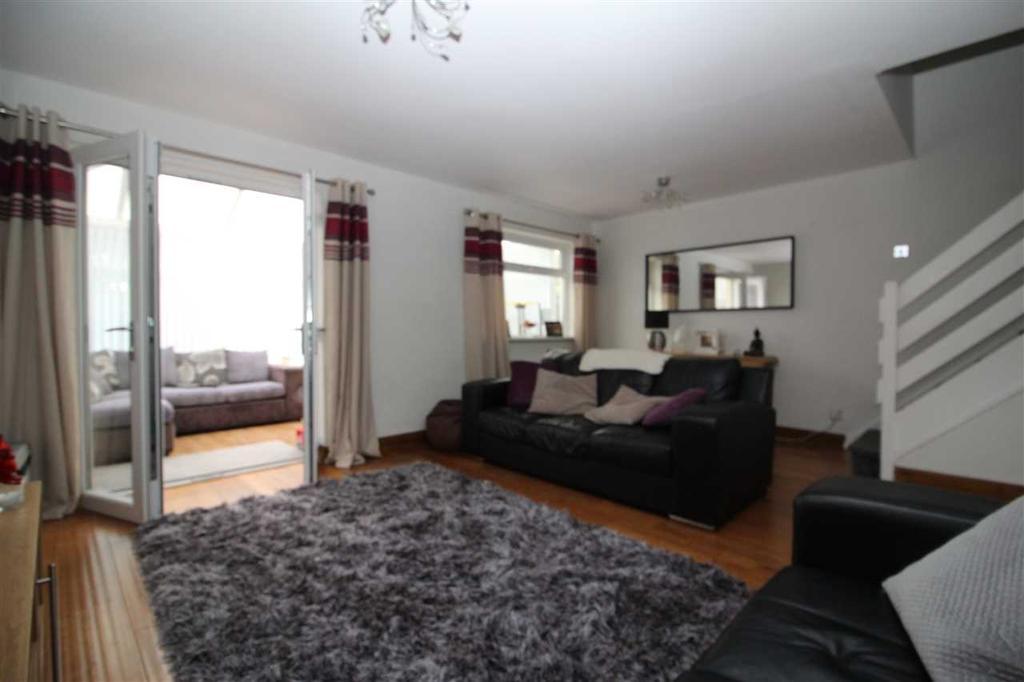 Additional living room image